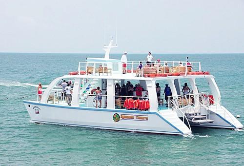 catamaran-iguana-tours