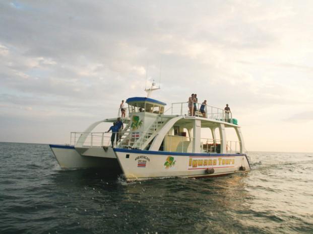 Catamaran-Manuel-Antonio-Tour-Operators-Costa-Rica-05