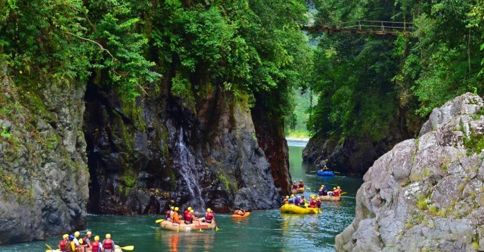 Pacuare-River-Rafting-Class-III-IV-One-Day-Trip-Costa-Rica-1