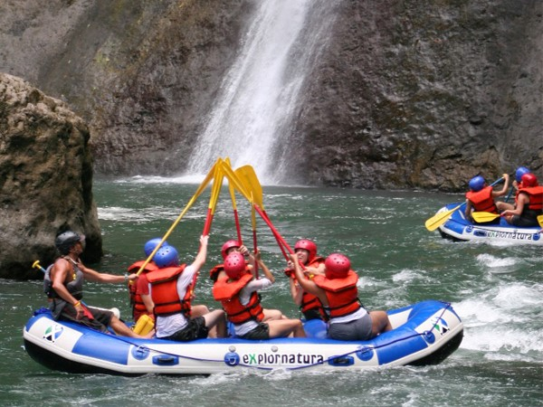 Pacuare-River-Rafting-Class-III-IV-One-Day-Trip-Costa-Rica-2