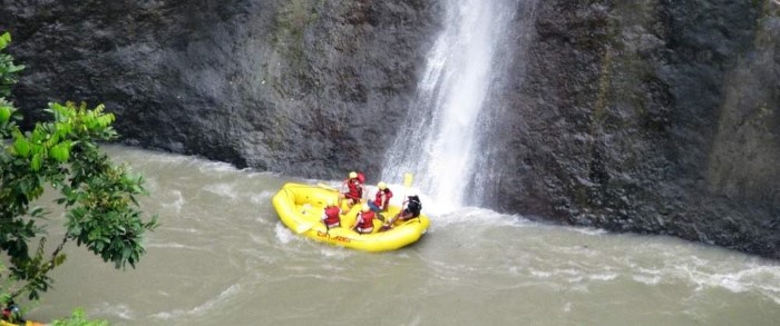 Pacuare-River-Rafting-Class-III-IV-One-Day-Trip-Costa-Rica-3