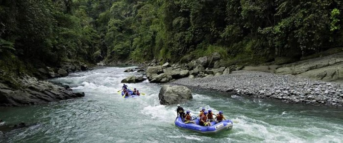 Pacuare-River-Rafting-Class-III-IV-One-Day-Trip-Costa-Rica-4