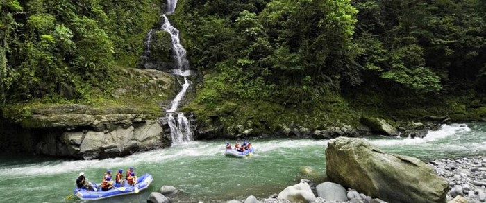 Pacuare-River-Rafting-Class-III-IV-One-Day-Trip-Costa-Rica-5