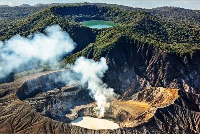 Poas Volcano activity by Alejandro Miranda Lines